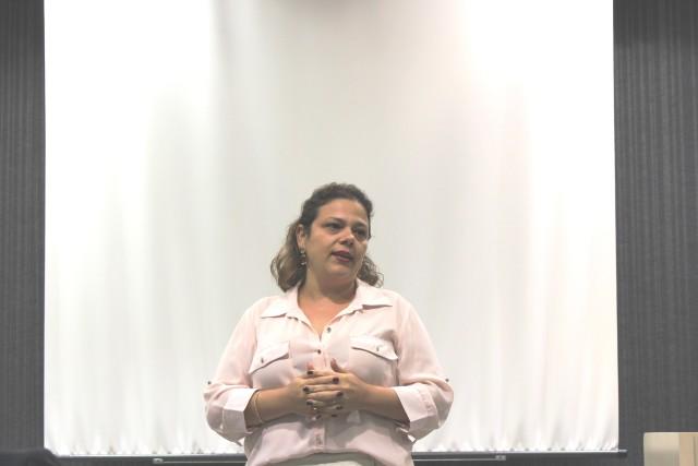 Professora Ana Cristina Codato abre o evento