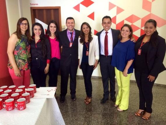 Professora Ana Cristina Codato (de azul) com tutores e professores