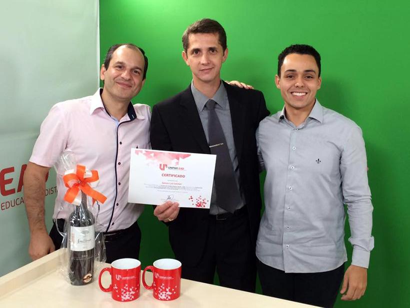 O professor Evandro acompanhado do palestrante prof. Gelson Uelker e do tutor Pedro Vinícius.