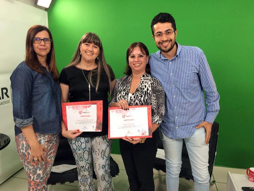 As professoras Isabel Cristina Gozer, Rosemari Szezerbatz e Edileusa Borçato com o tutor Valdir Pereira.