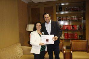 """Reconhecimento: Ana Cristina e Carlos Eduardo Garcia exibem """"Certificado de Conceito"""""""